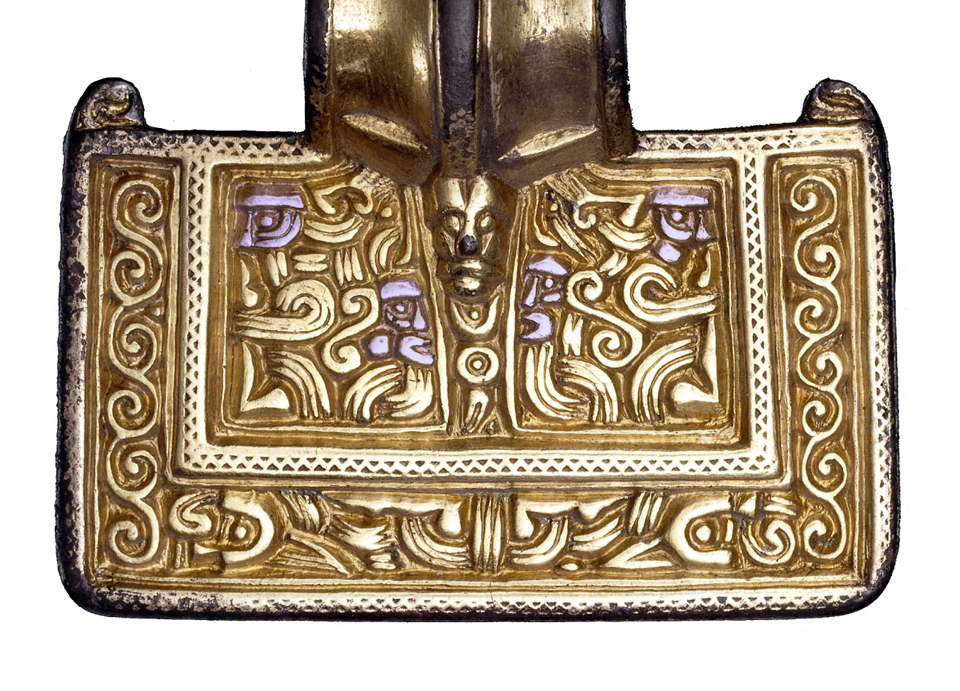 Turning the brooch upside-down reveals four heads in profile on the rectangular head of the brooch, highlighted in purple. Click on the image for larger version.