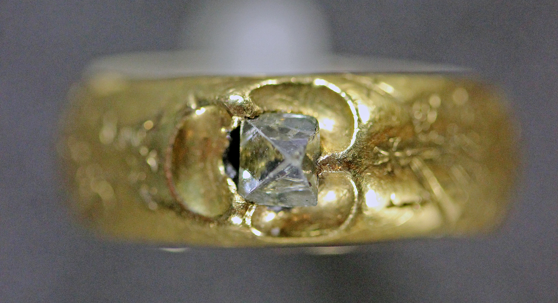 966015fd537 Gold finger ring with a diamond and engravings. England