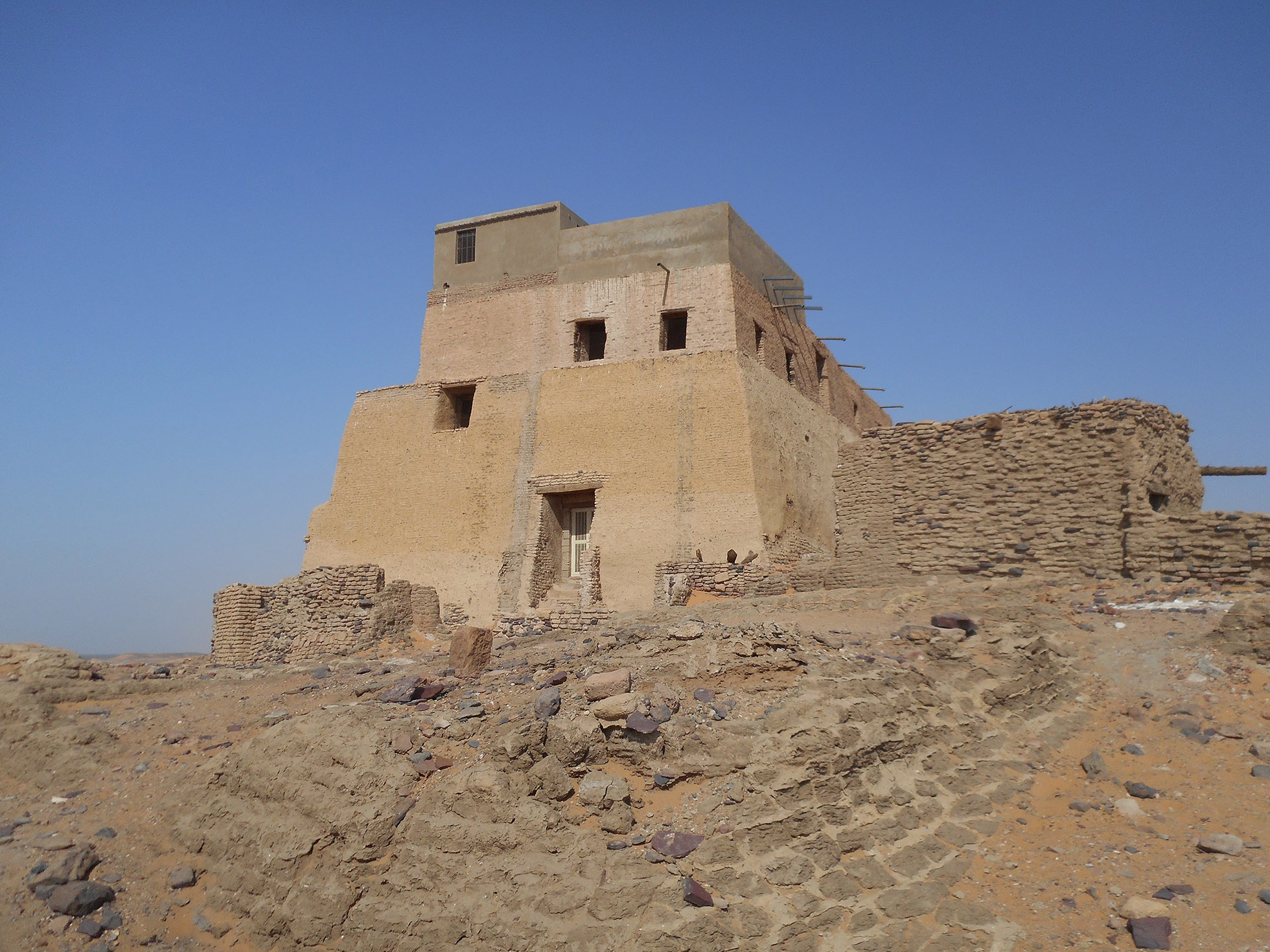 Photograph of a large, sand-coloured building in Tungul: the throne-hall of the Makurian kings.